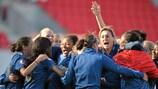 A selecção francesa comemora após a final de Llanelli