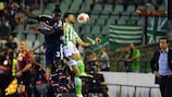 Lyon coach Rémi Garde watches Henri Bedimo and Antonio Amaya battle
