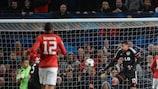 Rooney helps United overcome Leverkusen