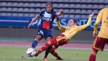 Verónica Boquete (right) shows off her defensive prowess