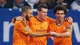 Pepe (derecha) se une a las celebraciones del Madrid