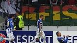 Nabil Ghilas (à droite) après la 3e but de Porto