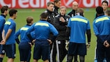 Jens Keller oversees Schalke training on the eve of the game