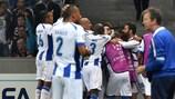 Os jogadores do Porto festejam a obtenção do golo frente ao LOSC