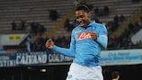 Jonathan De Guzmán feliz após marcar o golo da vitória do Nápoles frente ao Trabzonspor