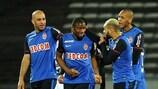 Almamy Touré wird nach seinem ersten Tor in der Ligue 1 beglückwünscht