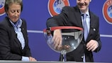 Генеральный секретарь УЕФА Джанни Инфантино проводит жеребьевку отборочных групп