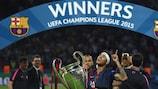 Neymar celebra la victoria del Barcelona en el césped del Olympiastadion