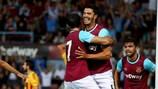 James Tomkins festeja depois de assinar o único golo da vitória caseira do West Ham sobre o Birkirkara