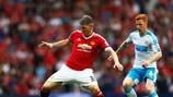 Manchesters Bastian Schweinsteiger im Duell mit Newcastles Jack Colback