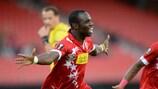 Moussa Konaté celebra su gol con el debutante Sion
