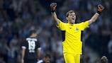 Der neue Rekordhalter Iker Casillas genießt Portos Sieg gegen Chelsea