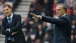 Dick Advocaat dando órdenes en el Sunderland