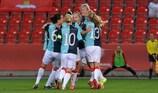 El Slavia celebra el tanto del triunfo de Simona Necidová