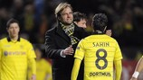 Jürgen Klopp commiserates with his players after Dortmund's group stage exit