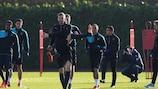 Arsenal players train ahead of the Dinamo game