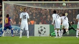 Lionel Messi misses from the spot against Petr Čech in 2012