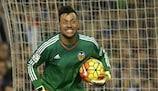 El portero Diego Alves volvió a jugar con el Valencia nueve meses después de su grave lesión