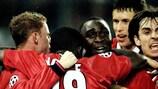 Les joueurs de United félicitent Andrew Cole, buteur décisif sur le terrain de la Juventus en 1999