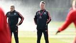 Louis van Gaal surpervise l'entraînement mercredi matin