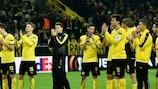 Les joueurs de Dortmund saluent leur public
