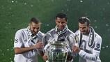 Karim Benzema, Cristiano Ronaldo e Gareth Bale depois do triunfo do Real Madrid na final