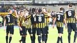 I giocatori del Kairat Almaty festeggiano uno dei cinque gol segnati al Teuta