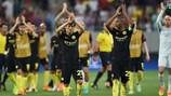 Manchester City feiert mit seinen Fans den Erfolg in Bukarest