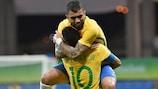 Gabriel Barbosa dans les bras de Neymar