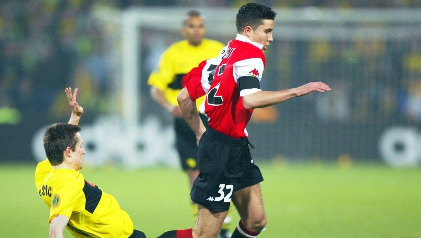 2002 final highlights: Feyenoord 3-2 Dortmund | UEFA Europa League ...