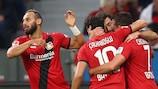 Leverkusen feiert den Führungstreffer durch Admir Mehmedi