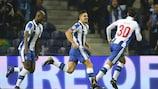André Silva feiert das 1:0 für Porto