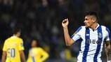 Francisco Soares festeja após marcar o primeiro do seus dois golos pelo Porto frente ao Arouca