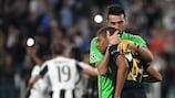 Gianluigi Buffon (Juventus) console Kylian Mbappé (Monaco) après la défaite des Princes en demi-finales