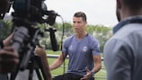 Криштиану Роналду общается с прессой перед субботним финалом