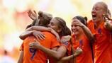Las holandesas festejan el triunfo contra Dinamarca