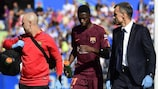 Ousmane Dembélé leaves the pitch with a hamstring injury during Barcelona's win at Getafe