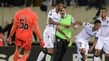 Festejos efusivos do Vitória após o golo vitorioso de Paolo Hurtado