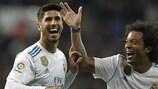 Real Madrids Marco Asensio jubelt mit Marcelo über sein Tor gegen Las Palmas