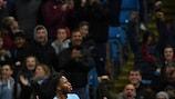 Sterling acude al rescate del Manchester City