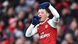 L'Arsenal ringrazia Özil, Napoli al comando