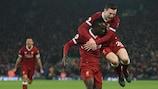 Sadio Mané festeja depois de marcar um dos golos do triunfo do Liverpool sobre o Manchester City