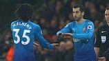 Henrikh Mkhitaryan subentra dalla panchina al debutto con l'Arsenal