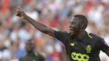 Moussa Djenepo fête le but du Standard à Séville lors de la première journée