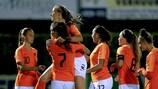 As jogadoras da Holanda comemoram após marcar frente à Albânia