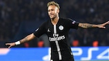 Neymar fête son triplé face à l'Étoile Rouge à la deuxième journée
