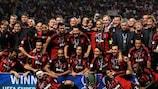 Os jogadores do Milan festejam a vitória na SuperTaça Europeia de 2007