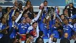 Drogba y los penaltis engrandecen al Chelsea