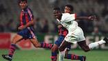 Il milanista Marcel Desailly affronta il blaugrana Romário nella finale di UEFA Champions League 1994