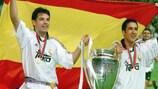 Fernando Morientes e Raúl González festeggiano il successo del Real Madrid contro il Valencia nella finale 2000